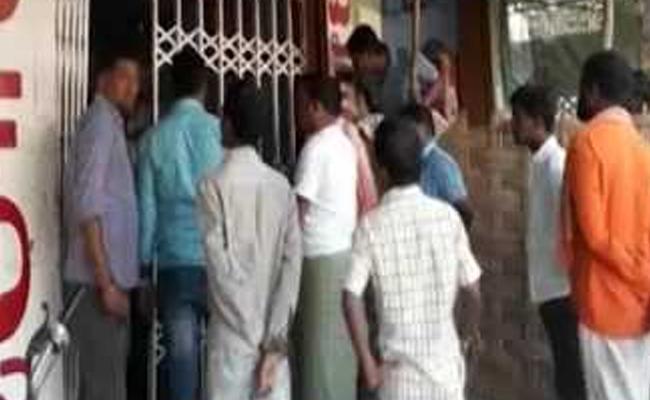 Person Leads To Deceased In Kuchipudi Village Wine Shop - Sakshi