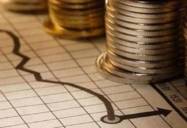 Icra expects India GDP to contract by 20persant in June quarter - Sakshi