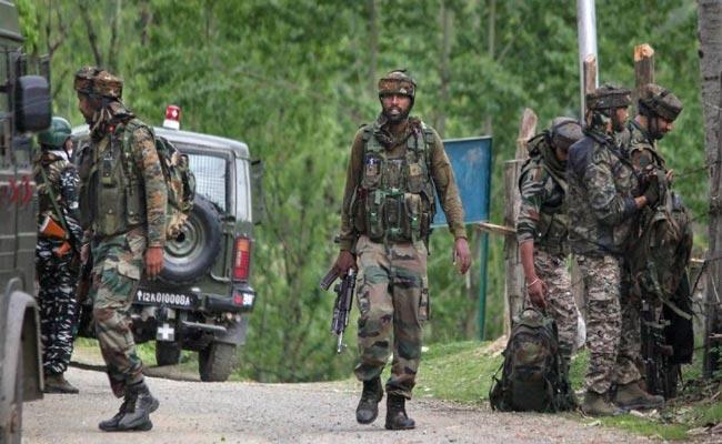 Top Hizbul Commander Trapped In Kashmir Encounter - Sakshi