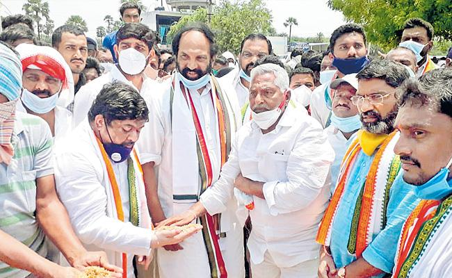 Telangana Government Totally Failed In Supporting The Farmers Says Uttam Kumar Reddy - Sakshi
