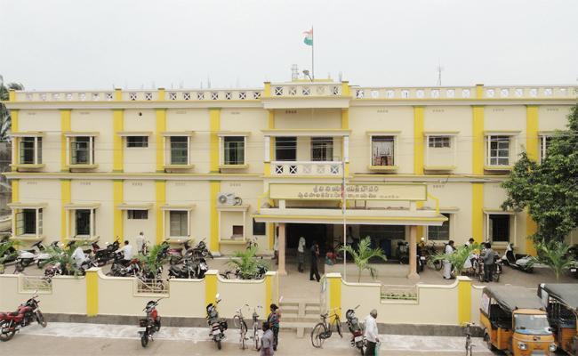 Coronavirus Efect on Tax payments in East Godavari - Sakshi