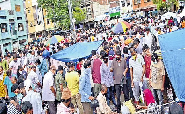 Coronavirus : Norms Violation At Market Places In Hyderabad - Sakshi