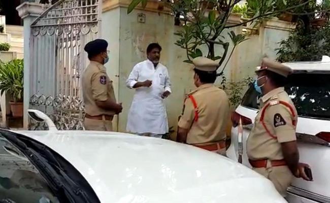 TPCC Chief Uttam Kumar Reddy House Arrest - Sakshi