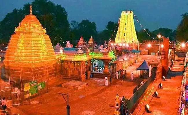 Government Suspended Employees involved In Srisailam Devastanam Scandal - Sakshi