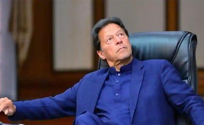 Pakistan Prime Minister Imran Khan Facing Multiple Challenges - Sakshi