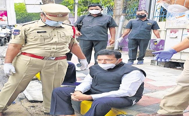 Telangana Congress Leaders House Arrested By The Telangana Police - Sakshi