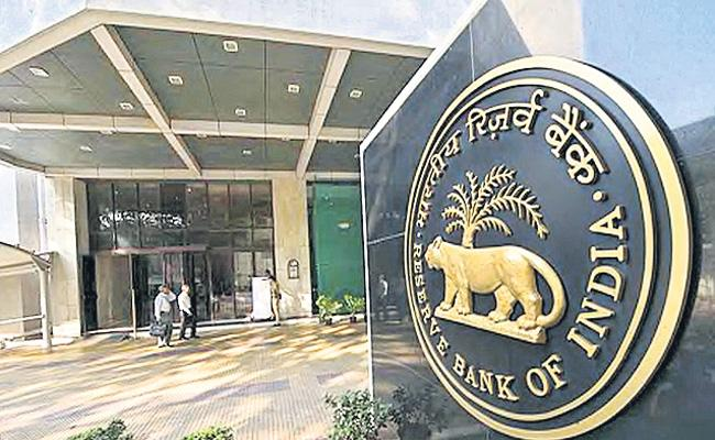 RBI proposes upper age limit of 70 yrs for bank CEOs - Sakshi