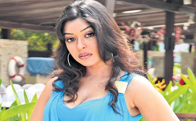 Actress Payal Ghosh reveals her problem is fear of death - Sakshi
