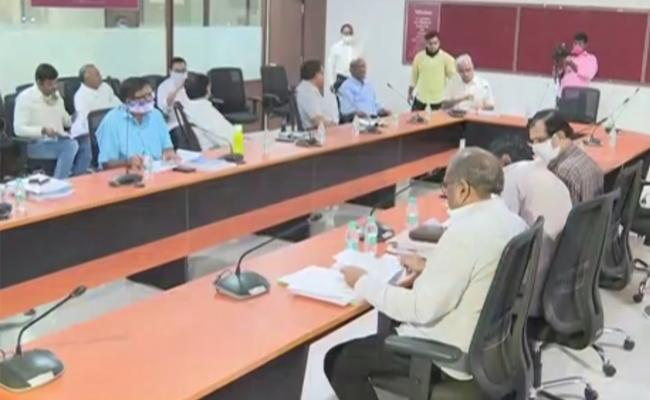 APSRTC Operations Ed Brahmananda Reddy Said Preliminary Discussions On Interstate Services Were Held - Sakshi