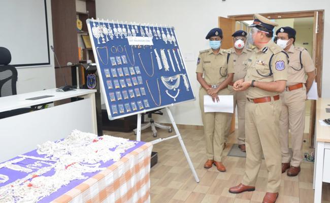 Rachakonda Police Chased Jewellery Shop Robbery Case In Hyderabad - Sakshi