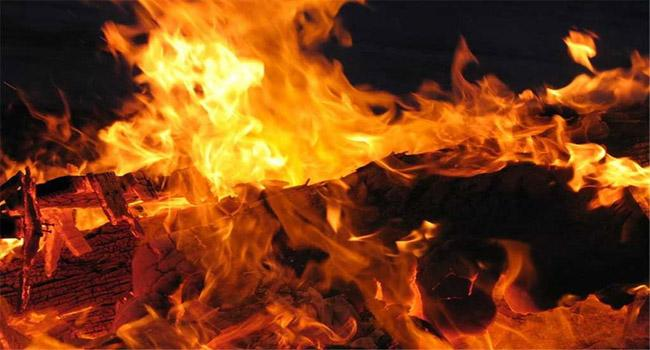 womans Family Members Allegedly Set The Man On Fire - Sakshi
