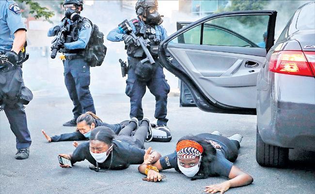 Violent protests engulf United States against death of George Floyd - Sakshi