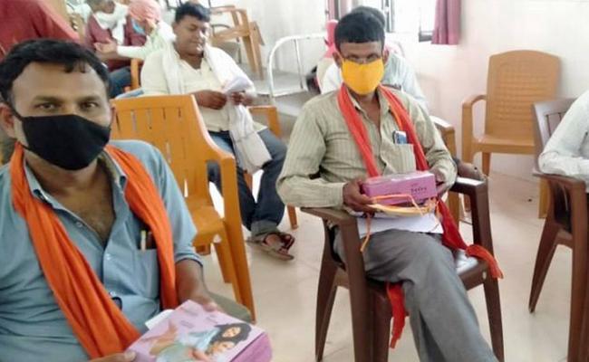Condoms Distirbution To Quarantined Migrants In Bihar - Sakshi