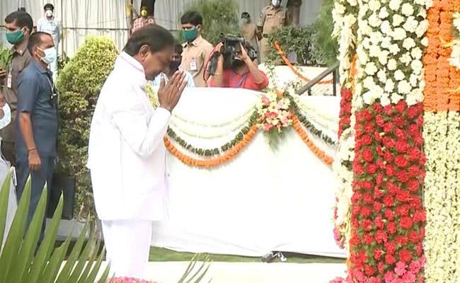 KCR Pays Tribute To Telangana Martyrs At Gun Park In Hyderabad - Sakshi