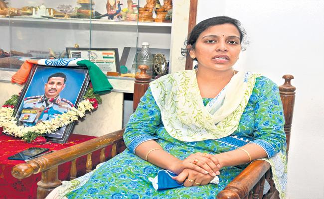 Sakshi Interview With Colonel Santosh Babu Wife In Family