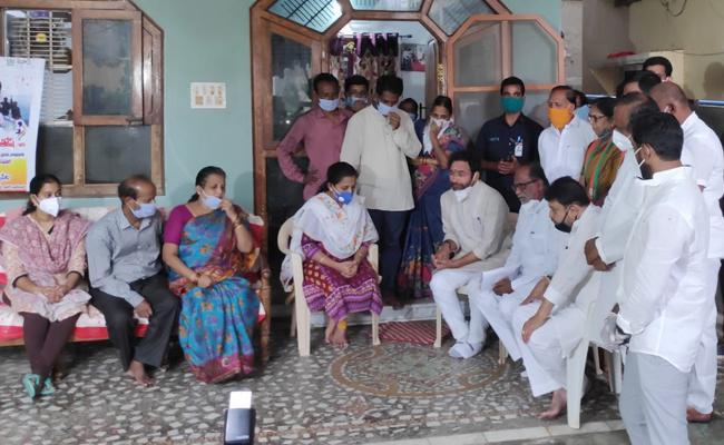 Union Minister Kishan Reddy Consoled Colonel Santosh Babu Family - Sakshi