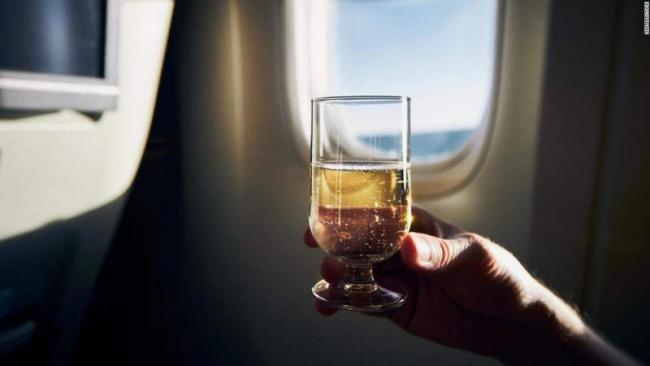 Airlines ban alcohol on flights due to pandemic - Sakshi