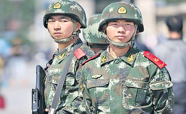 Indian soldiers counter attack on china army - Sakshi