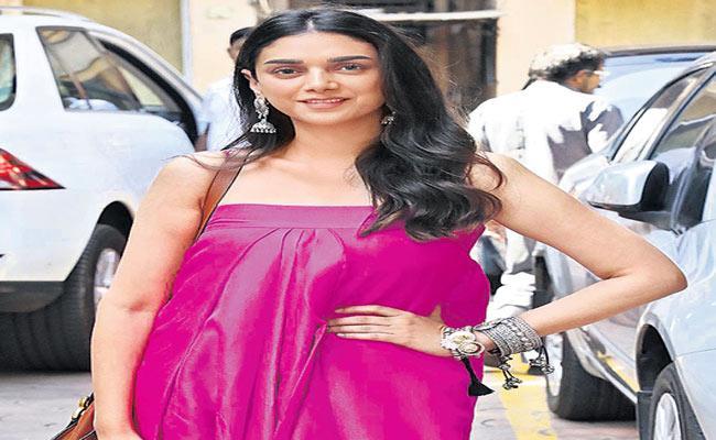 Aditi Rao Hydari Elected For New Movie Maha Samudram - Sakshi
