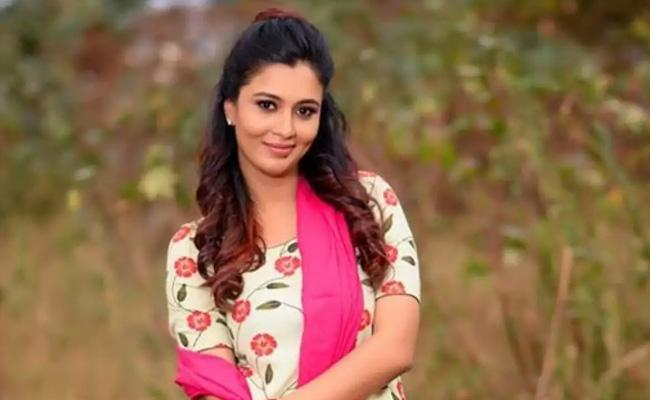 Neha Gowda Slammed Fake News About Her Giving Birth To A Child - Sakshi
