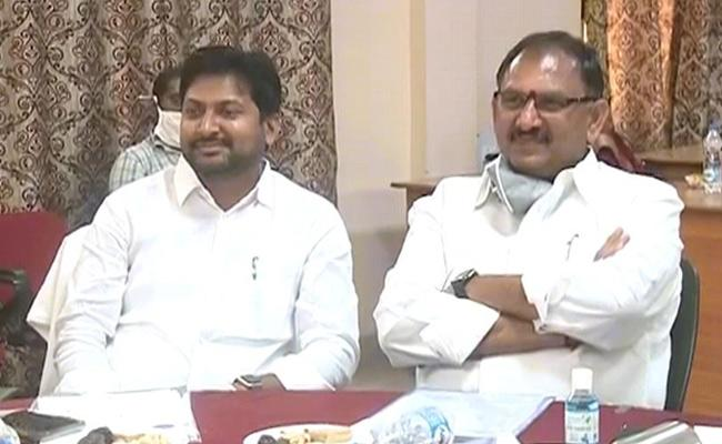 Abbaya Chowdary And Vasubabu Slams Chandrababu Naidu In Eluru - Sakshi