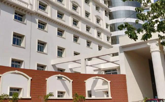 Government Luxury Guest House As Covid Centre For Ministers And MLAs - Sakshi