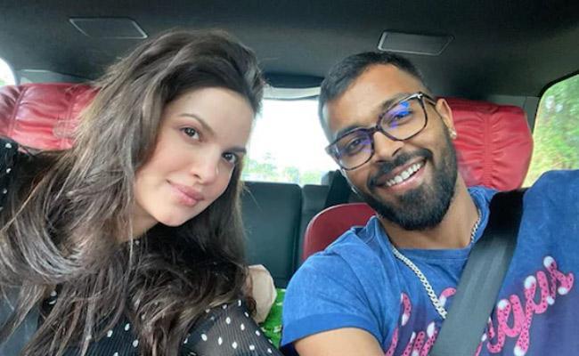 Hardik Pandya Asks Natasa Stankovic About Her Glow - Sakshi