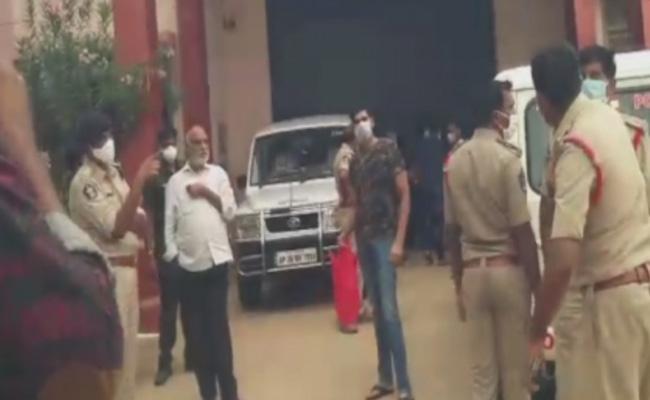 Anantapur District Court Issued PT Warrant To JC Prabhakar Reddy - Sakshi
