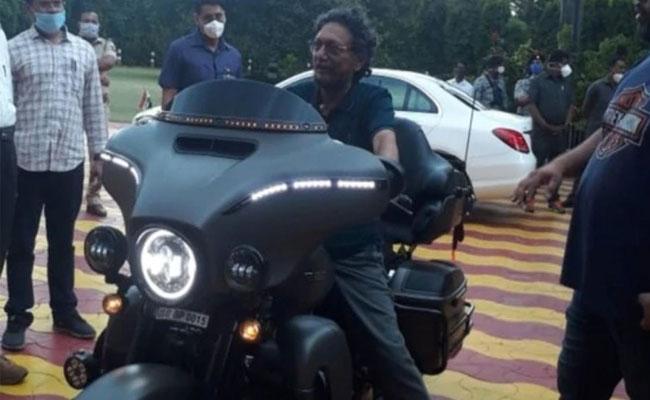 Viral: CJI Arvind Bobde Riding Harley Davidson Bike In Nagpur - Sakshi