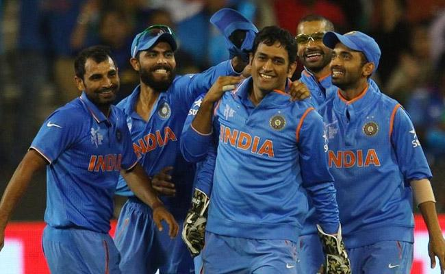Mohammed Shami Says He Misses The Off Field Interactions With Dhoni - Sakshi