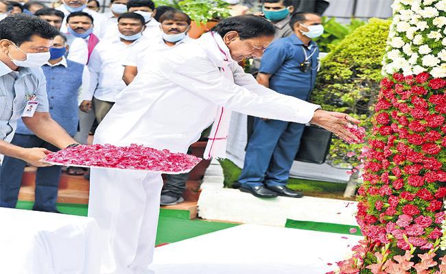 Telangana Formation Day : CM KCR Pays Tribute To Telangana Martyrs - Sakshi