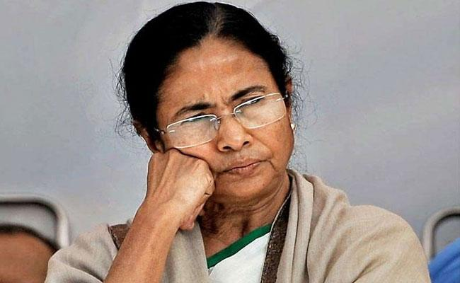 Mamata Banerjee Demands Central To Transfer Rs 10 Thousand For Migrant Labourers - Sakshi