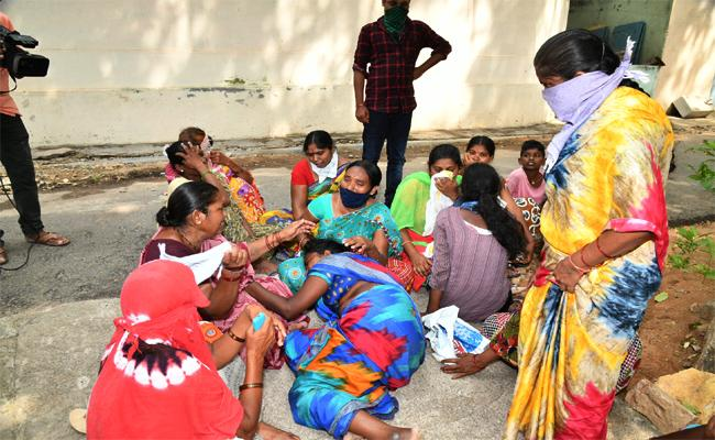 Open Cost Company Blast Family Members Sad Story Peddapalli - Sakshi