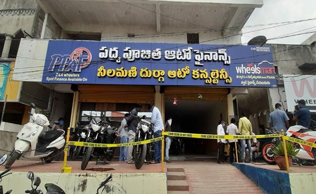 Massive Theft In Sri Pujitha Auto Finance Company - Sakshi