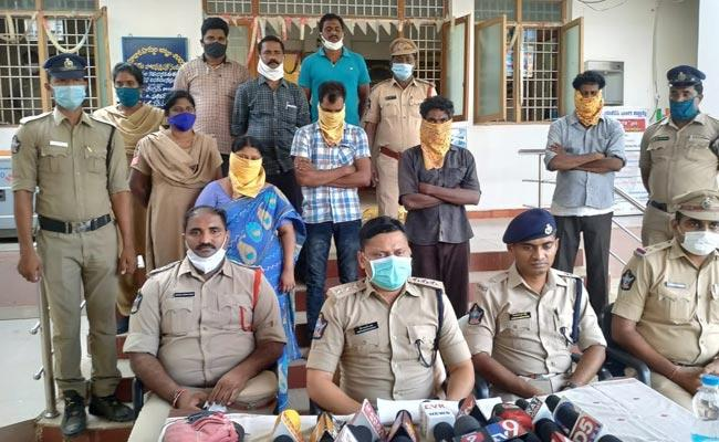 Wife Who Assassinate Her Husband With Lover - Sakshi