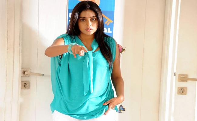 Actress Poorna Says Be careful with Unknown Persons - Sakshi