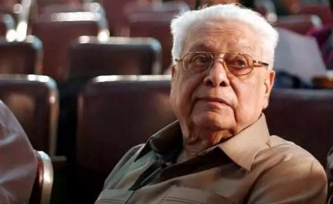 Director Basu Chatterjee Passed Away at 90 In Mumbai - Sakshi