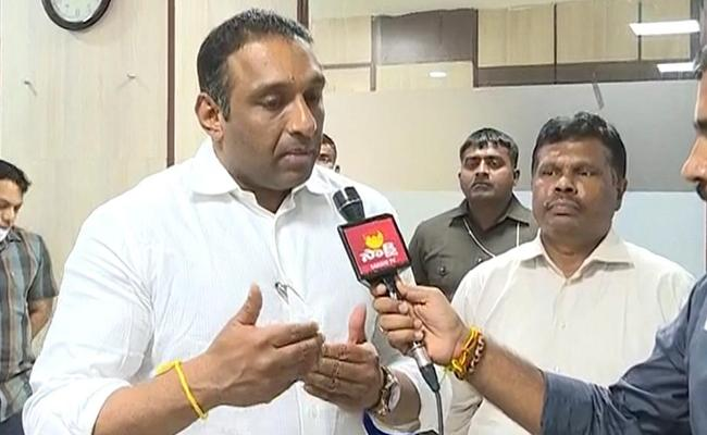 Minister Gautam Reddy Said New Industrial Policy Will Be Finalized On The 26th Of This Month - Sakshi