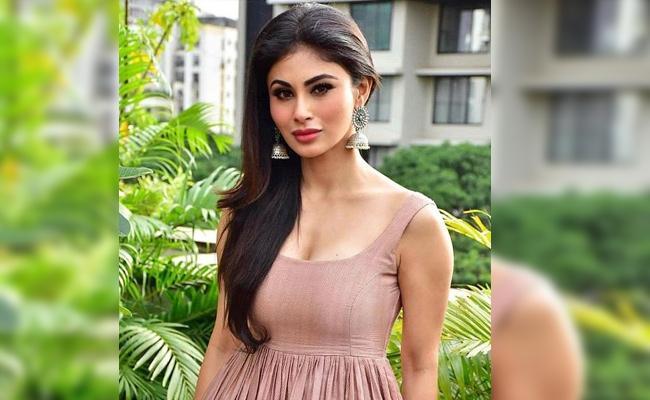 Mouni Roy React on Her Wedding Rumours - Sakshi