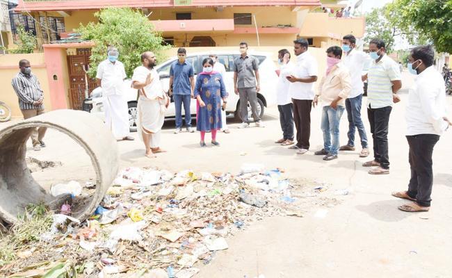 Collector Bharathi Slams Officials in Mancherial - Sakshi