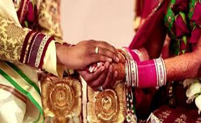 Love Marriage Dowry Harassment And End Lives in Hyderabad - Sakshi