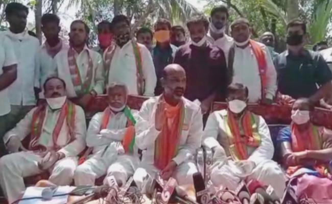 Telangana BJP Chief Bandi Sanjay Kumar slams KCR Government - Sakshi
