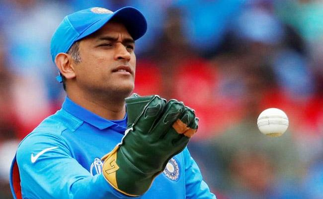 Sakshi Revealed why Dhoni Has Low Profile Social Media During Lockdown