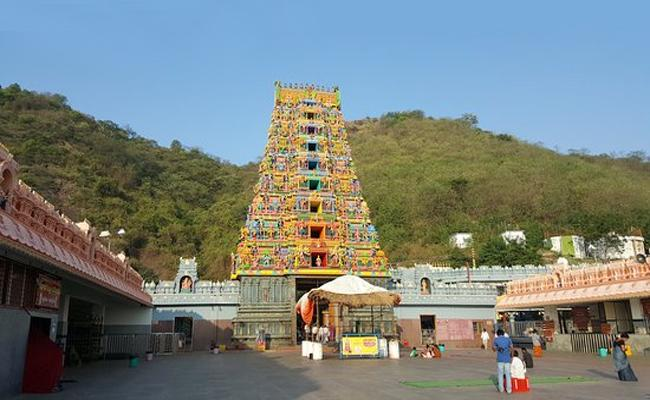 Durga Temple Chairman Paila Sominaidu Slams Pothina Mahesh - Sakshi