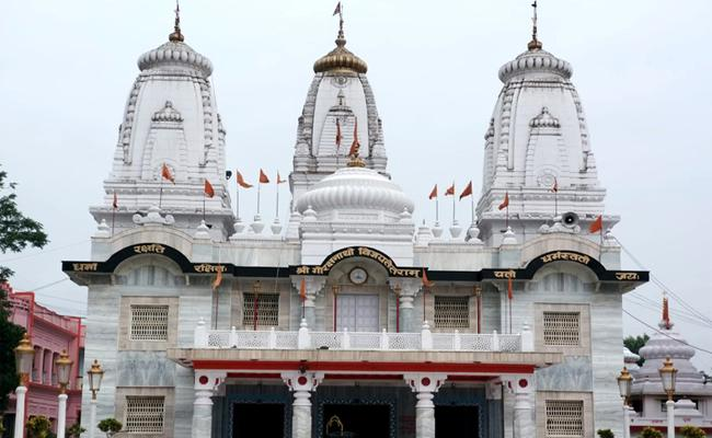 Bhopal Priest Denies To Allow Sanitizers Has Alcohol Into Temple - Sakshi
