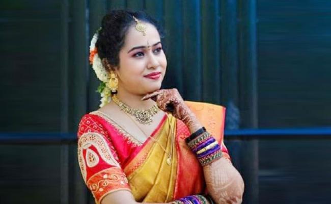 Bride Commits Live Ends in Karnataka - Sakshi