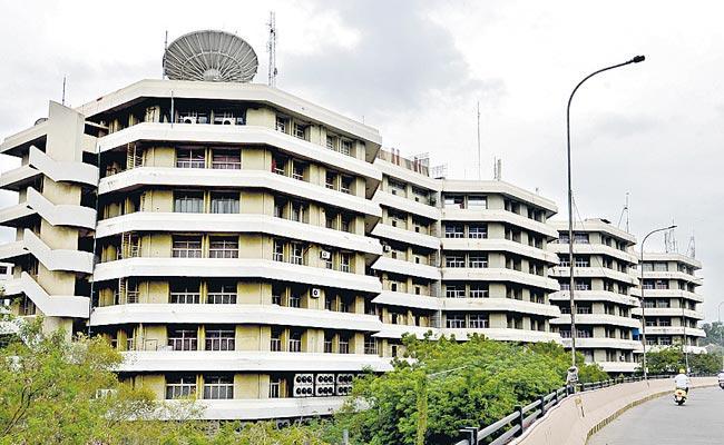 CMO Employee Got Corona Positive In Telangana - Sakshi