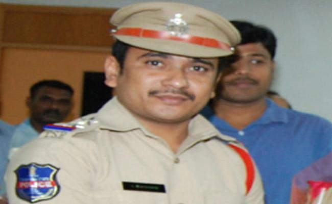 SI Arrested For Demanding 3 Lakh Bribe For Land Dispute - Sakshi