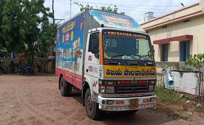 Liquor Bottles Are Moving In TDP Leader Milk Van - Sakshi