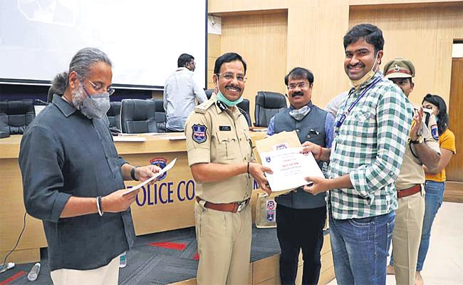 Hyderabad Traffic Police Social Policing Special Story - Sakshi